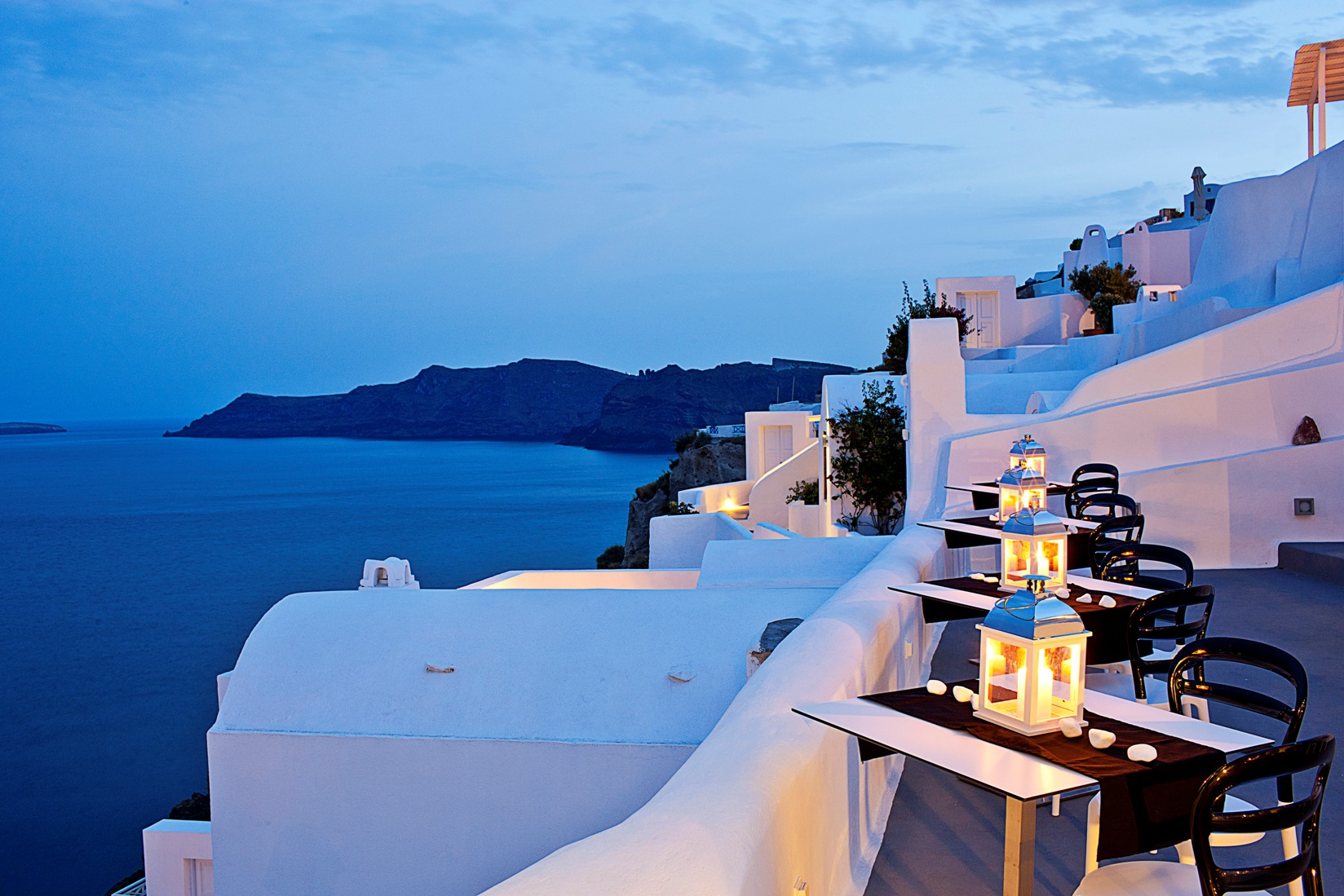 Infinity pool bar restaurant canaves oia santorini for Hotels santorin