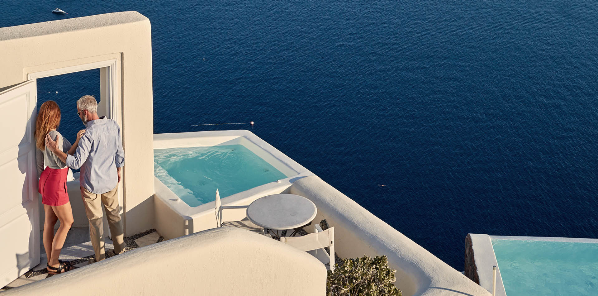 santorini oia luxury suites
