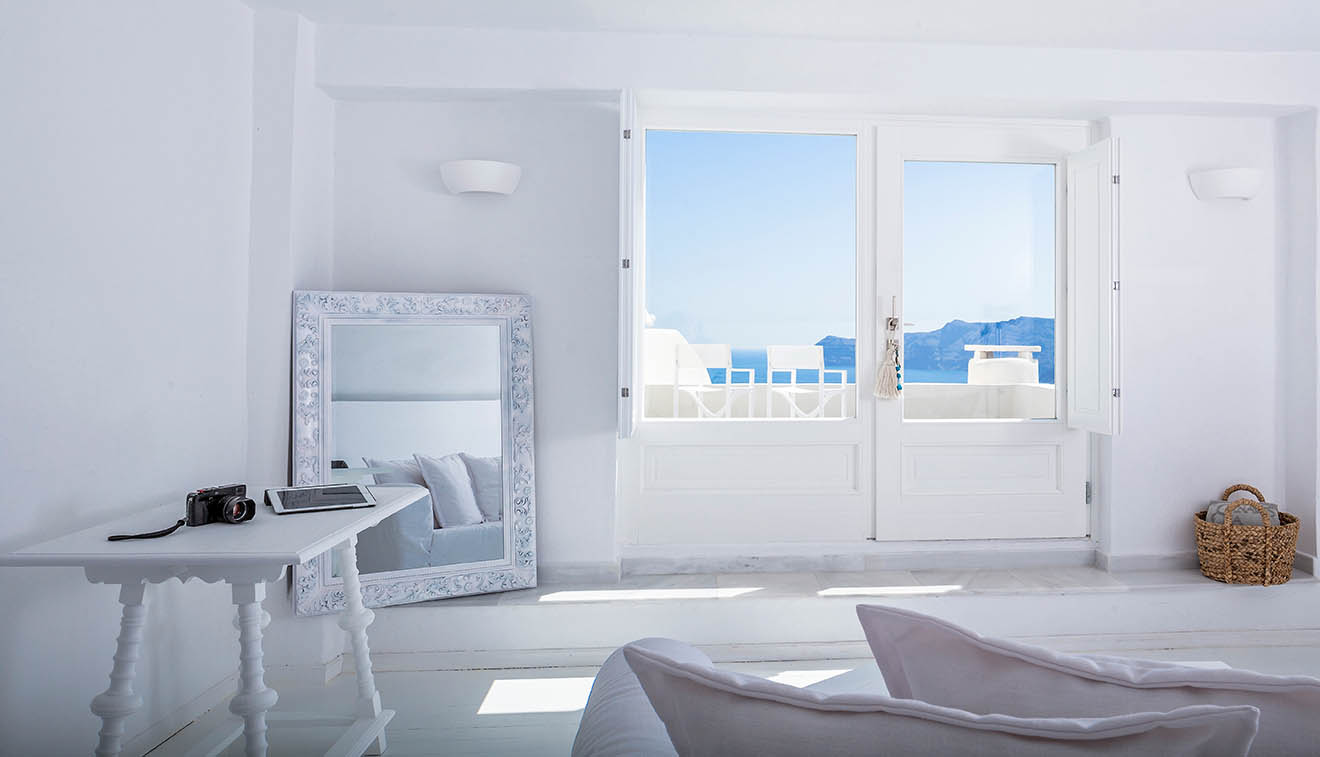 5 Star Hotel In Oia Santorini | Canaves Oia Suites