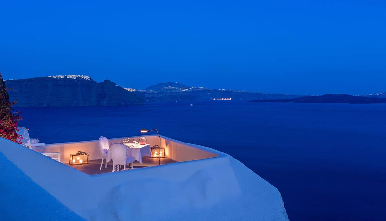 Top 5 Romantic Things To Do While In Canaves Oia