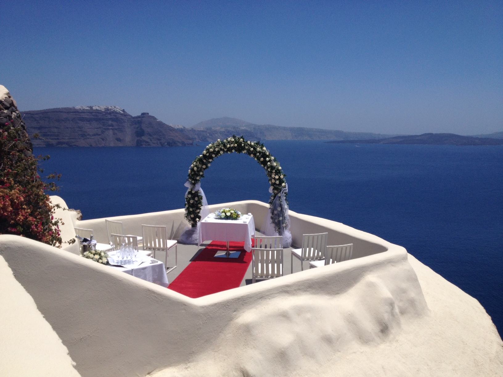 Let Your Fairy Tale Begin At The Island Of Santorini