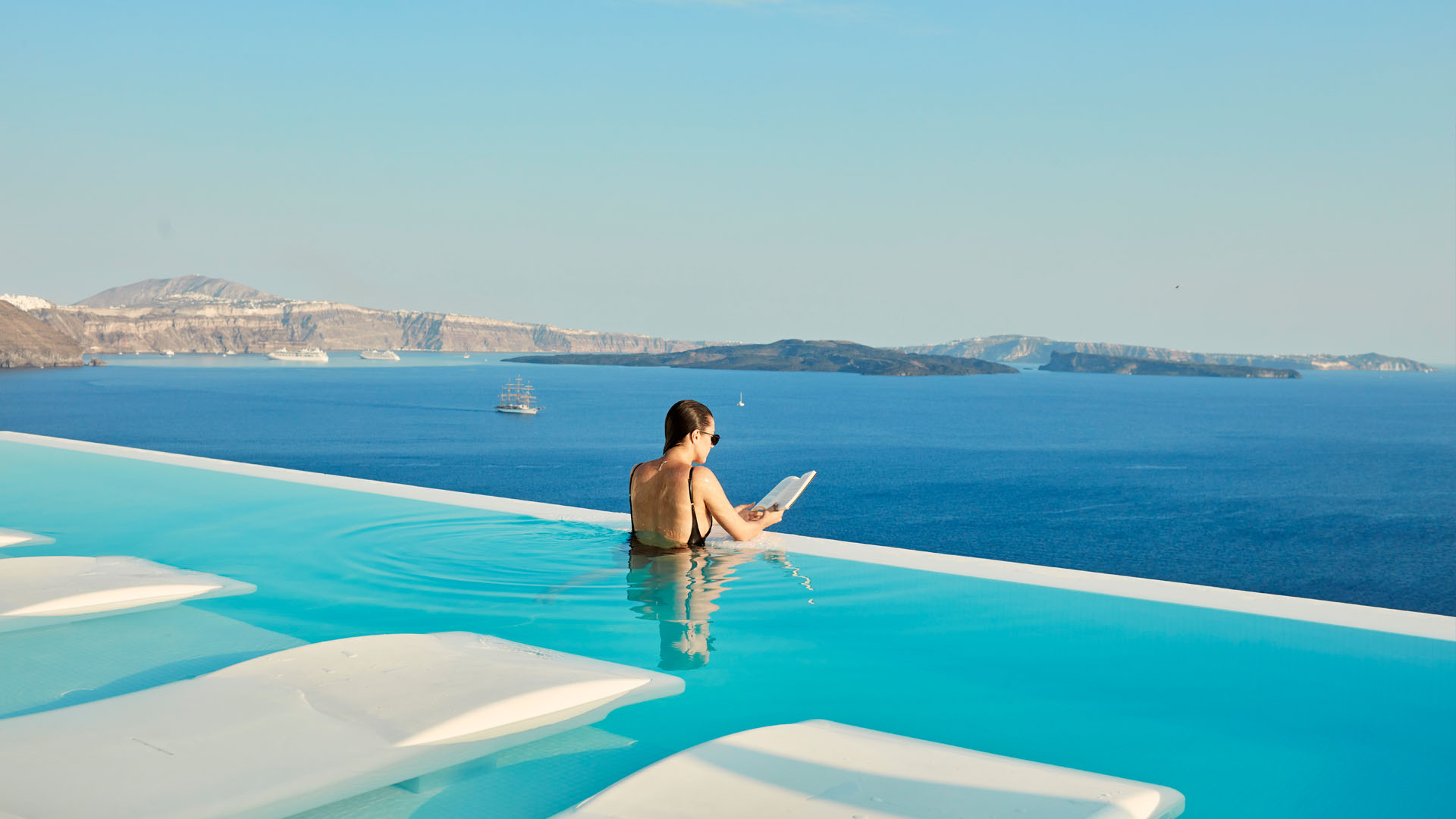 luxury hotels santorini